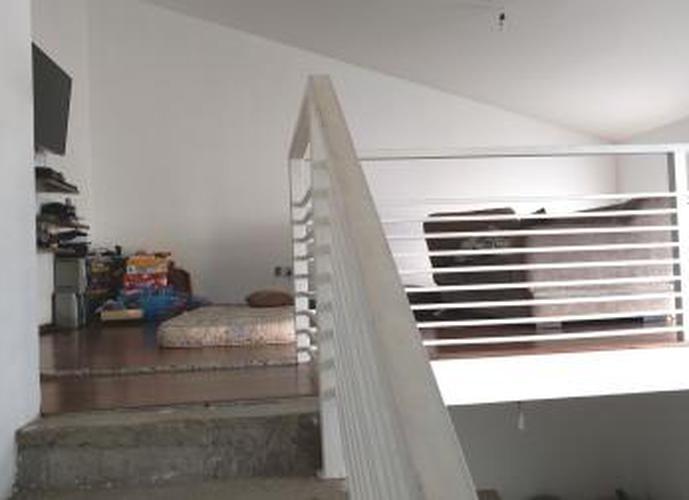 Sobrado à venda, 377 m², 4 quartos, 1 banheiro, 3 suítes