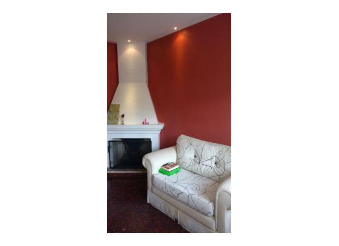 Sobrado à venda, 300 m², 4 quartos, 2 banheiros, 2 suítes