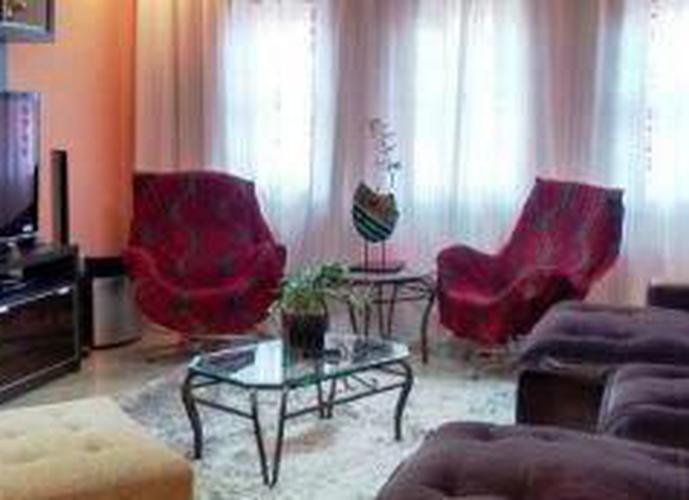 Sobrado à venda, 200 m², 3 quartos, 1 banheiro