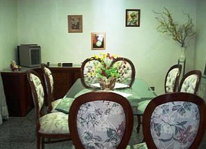 Sobrado à venda, 350 m², 4 quartos, 2 banheiros, 4 suítes