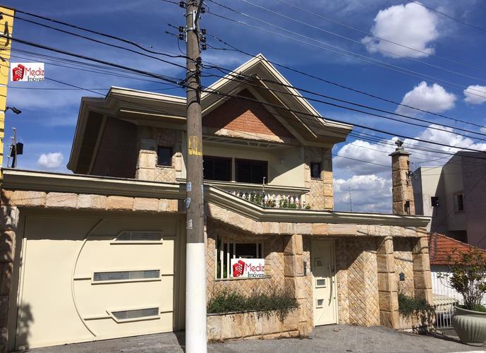 Sobrado à venda, 270 m², 3 quartos, 1 banheiro, 3 suítes