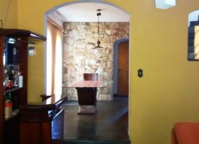 Sobrado à venda, 360 m², 4 quartos, 2 banheiros, 2 suítes