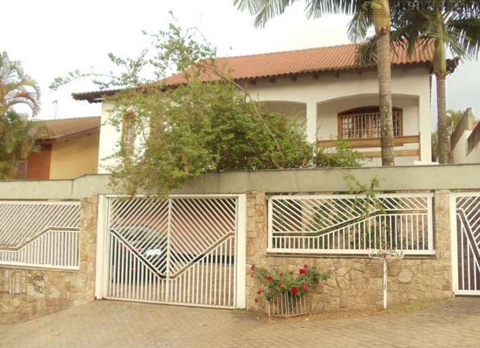Sobrado à venda, 450 m², 5 quartos, 2 banheiros, 3 suítes