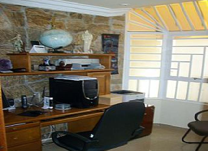 Sobrado à venda, 200 m², 3 quartos, 2 banheiros, 2 suítes