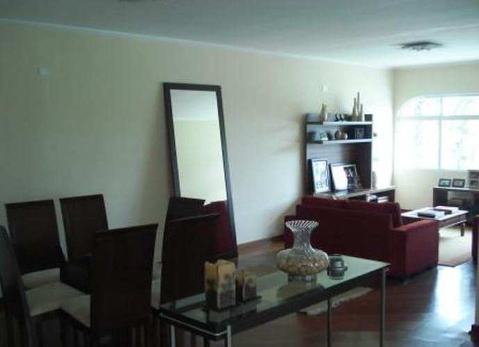 Sobrado à venda, 500 m², 4 quartos, 1 banheiro, 3 suítes
