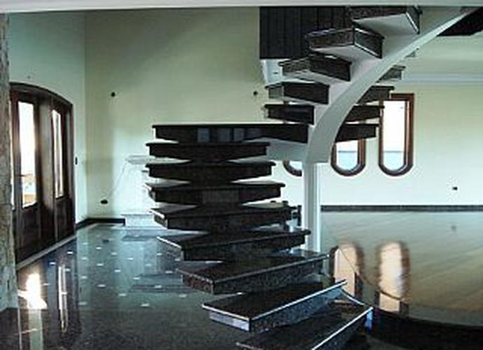 Sobrado à venda, 420 m², 4 quartos, 3 banheiros, 2 suítes