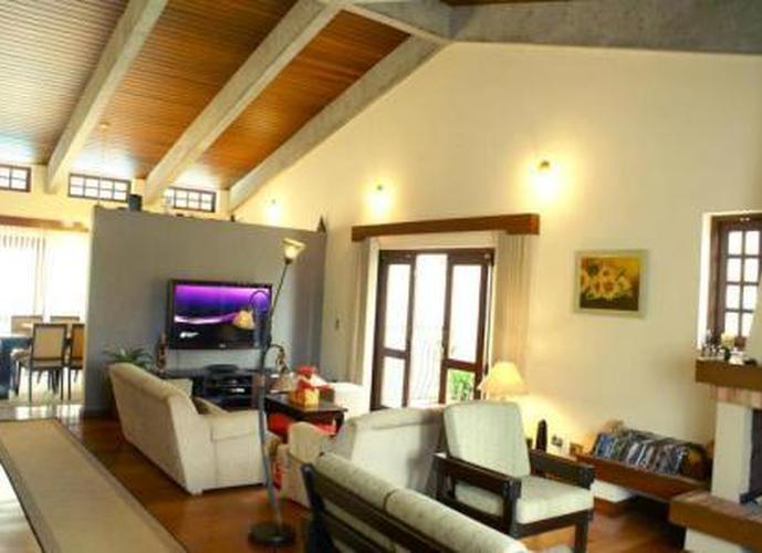 Sobrado à venda, 456 m², 4 quartos, 2 banheiros, 4 suítes