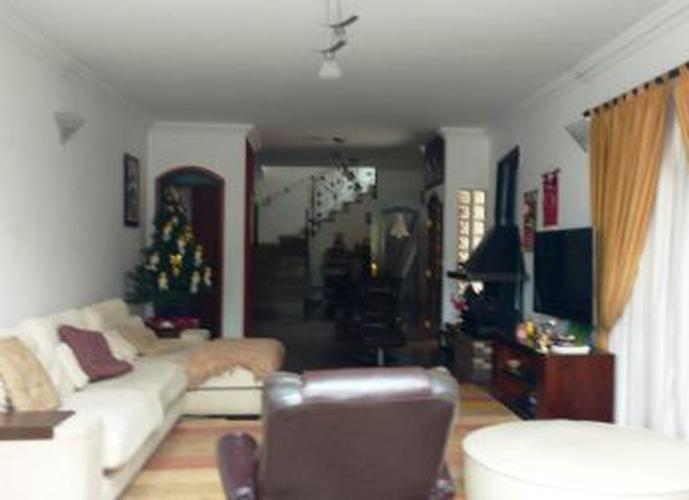 Sobrado à venda, 312 m², 3 quartos, 1 banheiro, 3 suítes