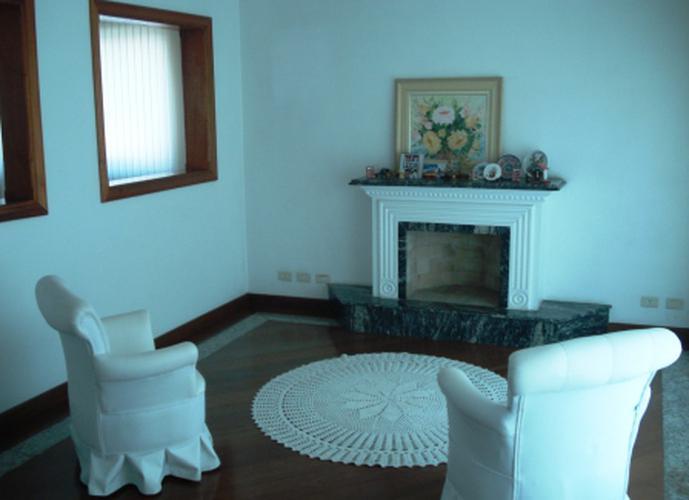 Sobrado à venda, 526 m², 4 quartos, 2 banheiros, 4 suítes