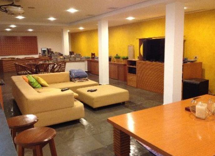 Sobrado à venda, 383 m², 3 quartos, 1 banheiro, 3 suítes