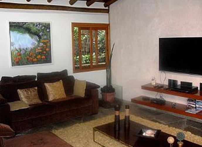 Sobrado à venda, 500 m², 5 quartos, 2 banheiros, 3 suítes