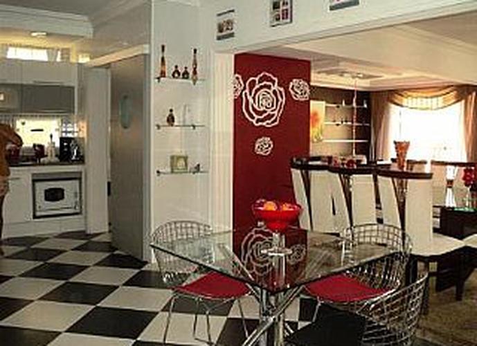 Sobrado à venda, 490 m², 3 quartos, 3 banheiros, 3 suítes