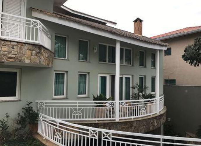 Sobrado à venda, 550 m², 4 quartos, 2 banheiros, 2 suítes