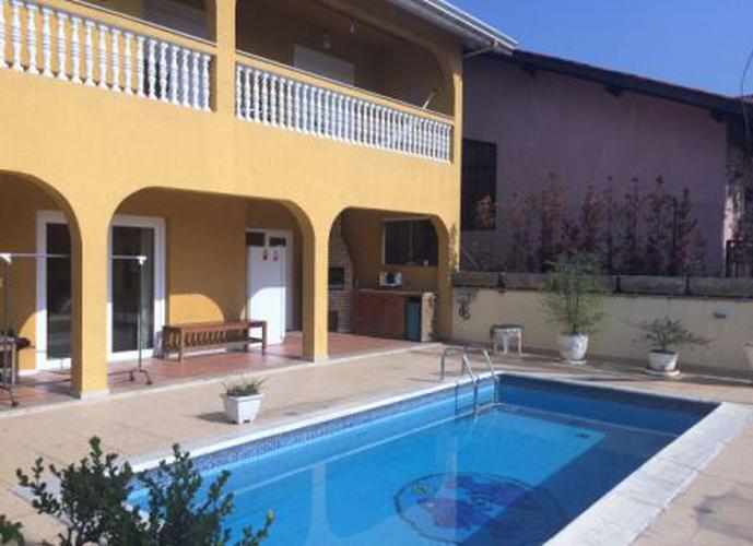 Sobrado à venda, 380 m², 4 quartos, 1 banheiro, 4 suítes