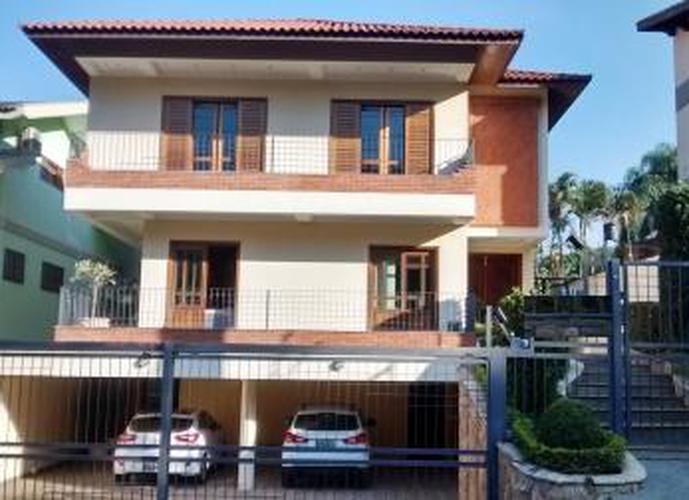 Sobrado à venda, 700 m², 4 quartos, 2 banheiros, 2 suítes