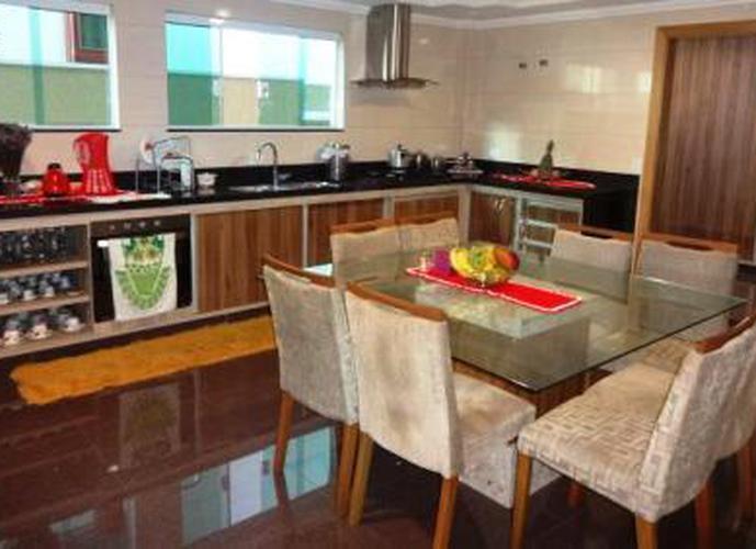 Sobrado à venda, 500 m², 4 quartos, 4 banheiros, 4 suítes