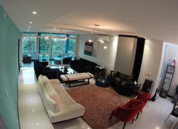 Sobrado à venda, 550 m², 5 quartos, 2 banheiros, 5 suítes