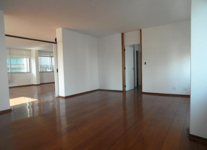 Amplo com 4 suites na Melo Alves.