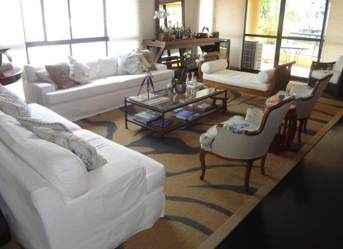 Ótimo apartamento em rua tranquila e arborizada. 3 suites - 4vagas.