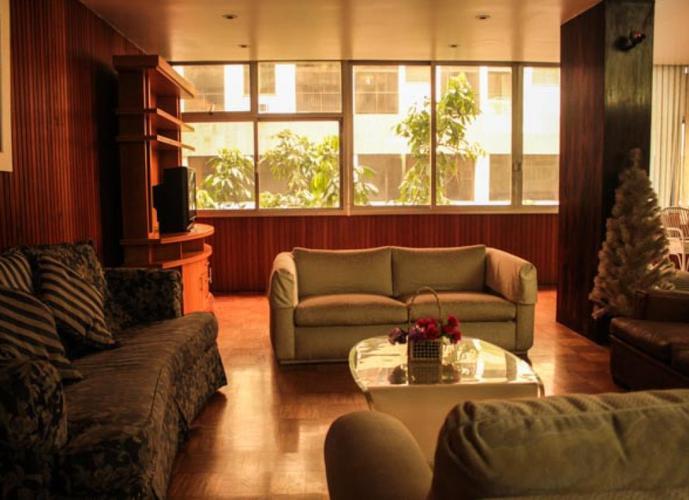 Apartamento Copacabana 4 qtos - 220m²  Esquina com a Rainha Elizabeth - Vaga na Escritura -CIM