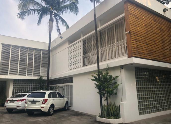 Casa em corredor comercial-  Local nobre - 752m² área útil