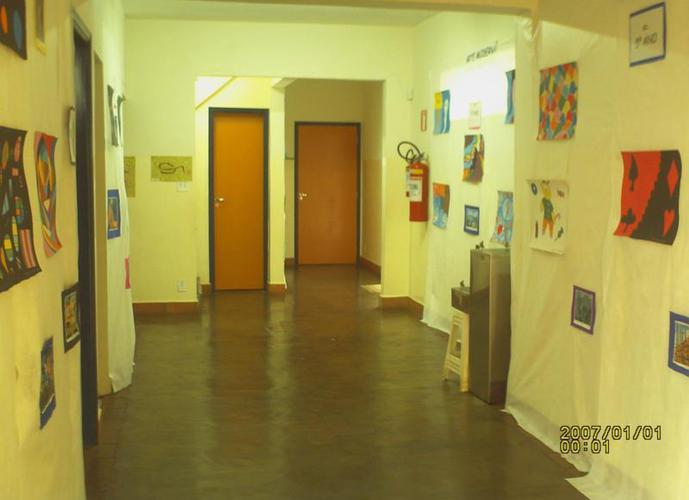 Prédio comercial para consultórios, Escola Jd. Macedo