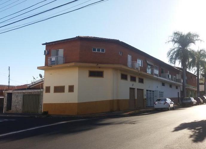 Apto três dormitórios Rua Paranapanema