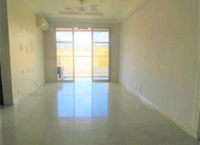 Dois quartos/suite/vaga/varanda/elevador