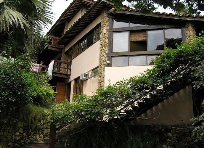 Pousada em Village da Ferradura/RJ de 800m² a venda por R$ 3.600.000,00