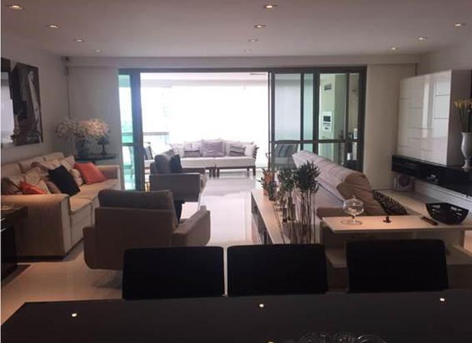 Apartamento montado, repleto de armários!!! Planta original 4 suítes, transformado em 5 suítes,