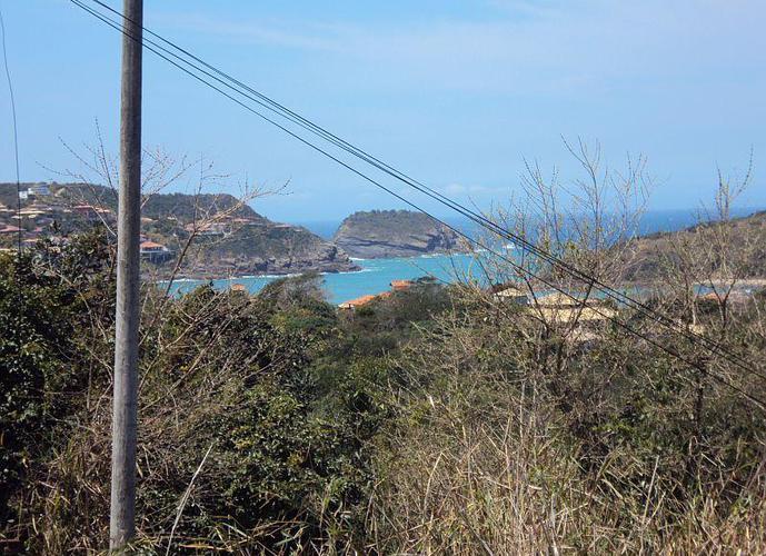Lindo lote na Ferradura com vista maravilhosa para a praia e mar aberto.
