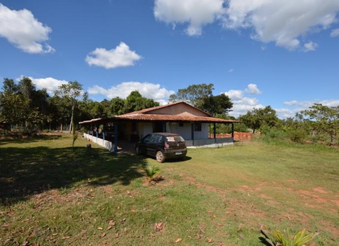 Chácara com 5.000 m2 murada, com casa de 160 m² localizada no município de