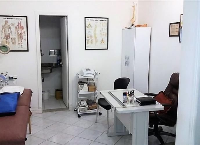 Loja a Venda no bairro Centro em Vila Velha - ES. 1 banheiro,  copa,  escritório.