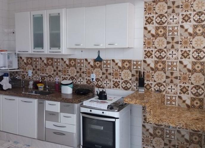 Apartamento a Venda no bairro Centro em Guarapari - ES. 1 banheiro, 2 dormitórios, 1 cozinha,  área de serviço,  sala de tv,  sala de jantar.