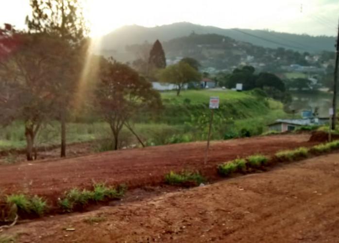 Oportunidade! Belo terreno Chácara Fernão Dias (Bº Esmeralda), com vista para o lago!