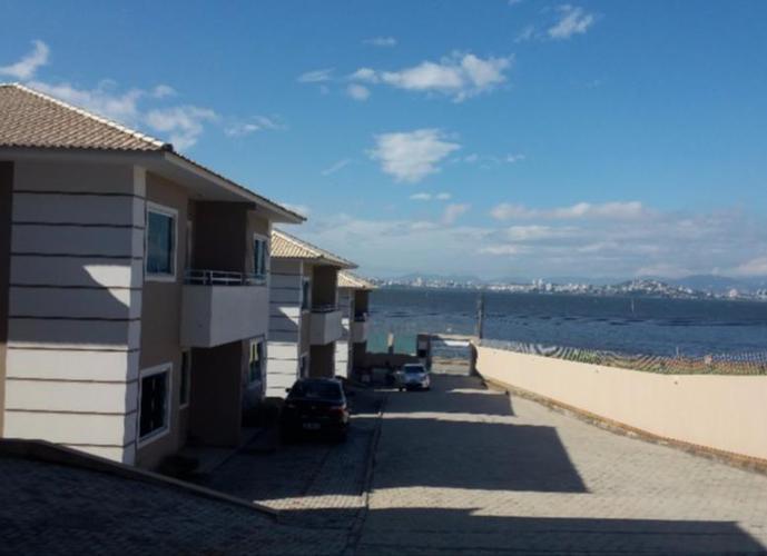 Sobrado a Venda no bairro Ponta de Baixo - São José, SC - Ref: MH5027