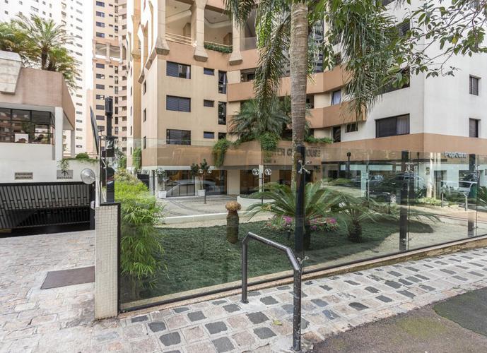 Apartamento Alto Padrão a Venda no bairro Água Verde - Curitiba, PR - Ref: MA268
