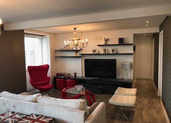 Apartamento Mobiliado 3 Suítes 115 m² no Condomínio Paris de France, Centro - Santo André. Sala 2 ambientes com varanda