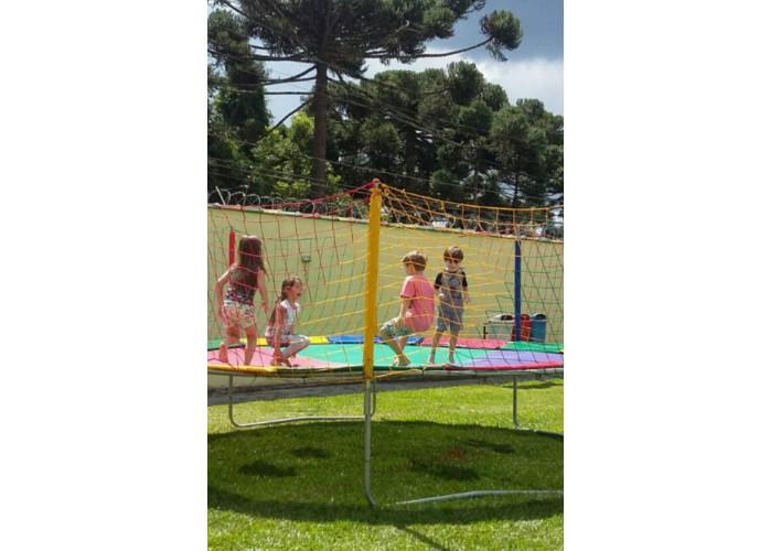 cama elastica e piscina de bolinha