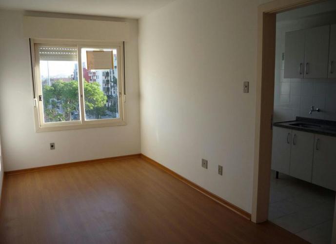 Apartamento três dormitórios - Apartamento a Venda no bairro Centro - Pelotas, RS - Ref: 2162