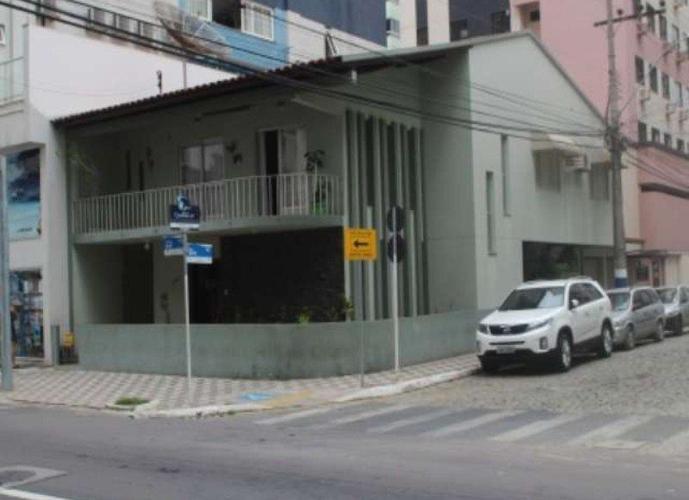 Sobrado a Venda no bairro Centro - Balneário Camboriú, SC - Ref: TVC-015