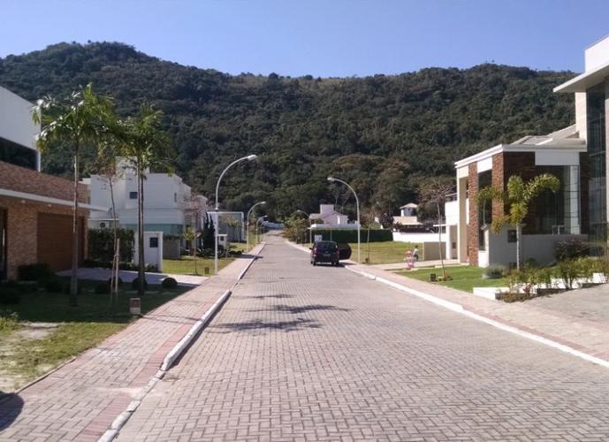 Lote em Condominio, Proximo ao Mar! - Lote a Venda no bairro Ponta das Canas - Florianópolis, SC - Ref: DA125