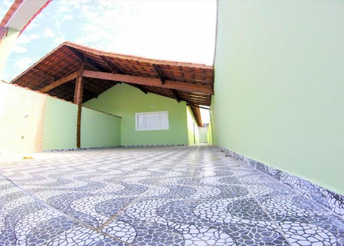 Casas novas lado praia a venda em Mongaguá.