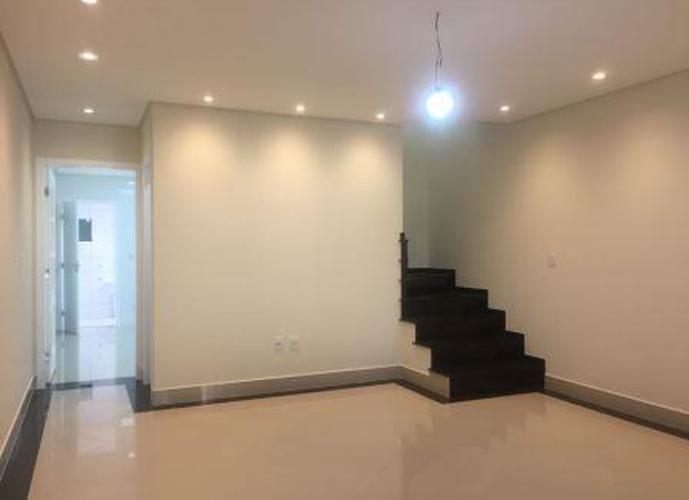 Sobrado à venda, 160 m², 3 quartos, 2 banheiros, 3 suítes
