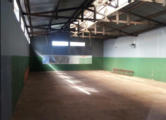 Barracão em Vila Santo Antônio/SP de 300m² a venda por R$ 450.000,00 ou para locação R$ 2.000,00/mes