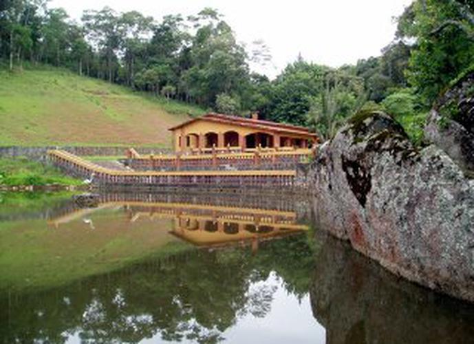 Sítio em Centro (São Roque)/SP de 670m² 3 quartos a venda por R$ 1.500.000,00