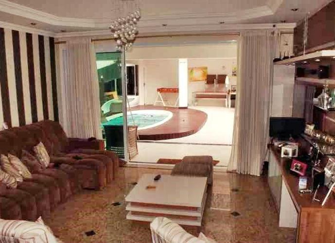 Sobrado em Aruã/SP de 230m² 3 quartos a venda por R$ 850.000,00