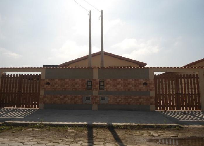 Casa em Itanhaém com amplo quintal, para financiamento .