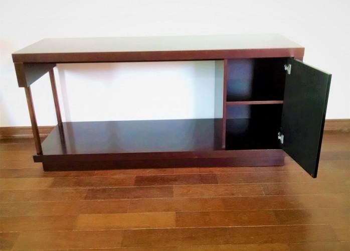 Rack para tv Grande até 65 Polegadas com porta laqueada cor preta e 1 divisória em ótimo estado