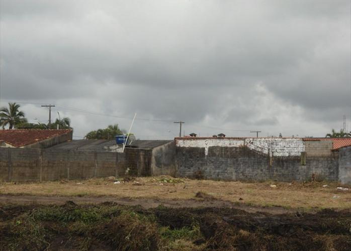 Terreno para construir 2 casas a venda em Itanhaém.